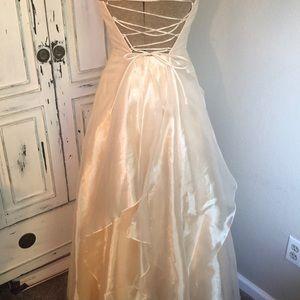 Jessica McClintock Dresses - Size 2 formal dress cream sparkles with sash